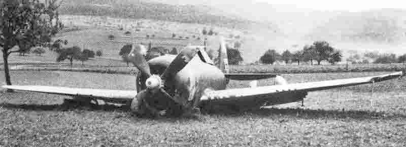Die Thunderbolt am 15.September 1944 nach ihrer Notlandung bei Laufen. (395_1)