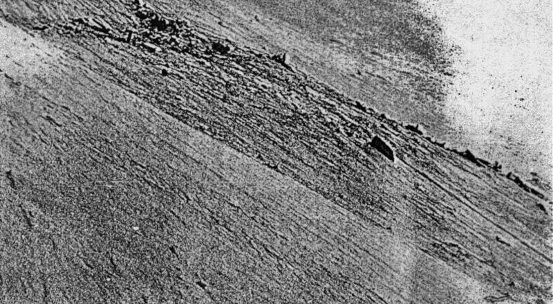 Der führerlose Bomber stürzte auf einem Schneefeld bei Malix ab. (185_2)