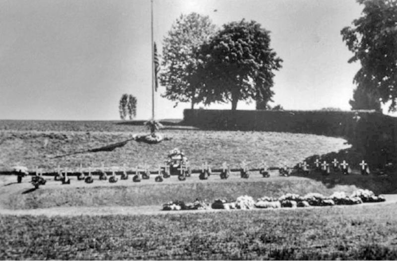 Auf dem amerikanischen Friedhof von Münsingen bei Bern waren einundsechzig während dem 2. Weltkrieg umgekommene Flieger begraben. 1990 wurde der Friedhof aufgehoben und die Gräber auf einen amerikanischen Friedhof in Frankreich verlegt. (189_4)