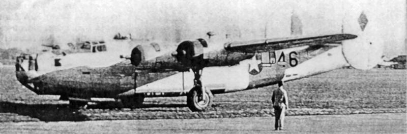 Diese B-24 G-16-NT wurde über dem Verschiebebahnhof von Augsburg ein Opfer der Flak. Mit zwei beschädigten Triebwerken und einer Lightning-Eskorte landete 1st Lt Thomas P. Faulkner in Dübendorf.(191_1)