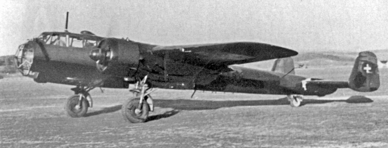 Neben der in der Einstiegsklappe eingebauten Kamera konnte dieser Aufklärer auch 500kg Bomben mitführen. (2_2)