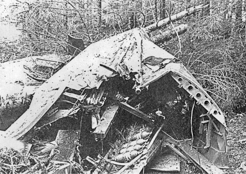 Von der Do-17 blieben nur noch unkenntliche Trümmer übrig. (3-1)