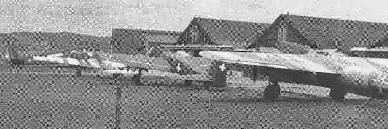 Nochmals die gleichen Flugzeuge zusammen mit einer der drei schweizerischen Ju 52. (363_2)