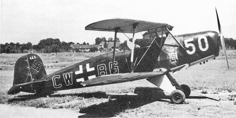 Am 14. Juni 1944 landete diese Bücker mit dunkelgrüner Oberseite und hellblauer Unterseite in Birsfelden. (36_2)