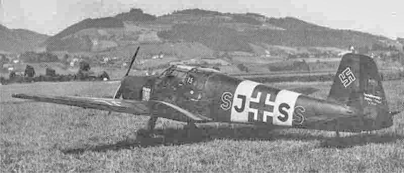 Mit der Bestmann SJ+SS desertierte ein deutscher Pilot nach Benken. Das Bild zeigt die spätere A-251 nach dem Überflug in Bern. (350_1)