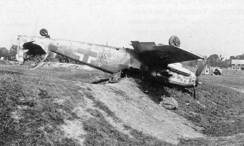 Flieger Nehrenheim hatte sich beim Überschlag nur leicht verletzt. (51_1)