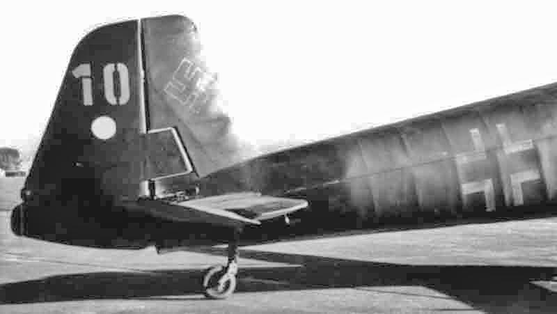 Das Heck der Bü 181 C-2. Beachtenswert ist die für den Bestmann charakteristische zusätzliche Trimmklappe am Seitenruder. Die Maschine trägt die taktische Nummer 10 (352_3)