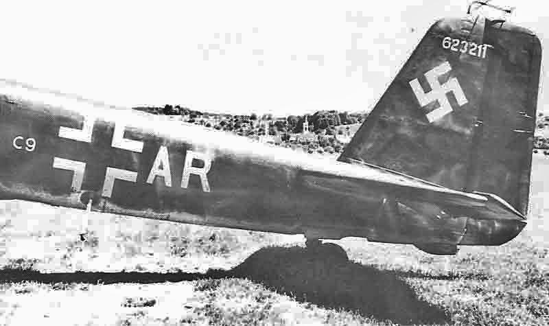 Das Heck der Ju 88G-6 in der Originalbemalung bei der Landung. (336_2)