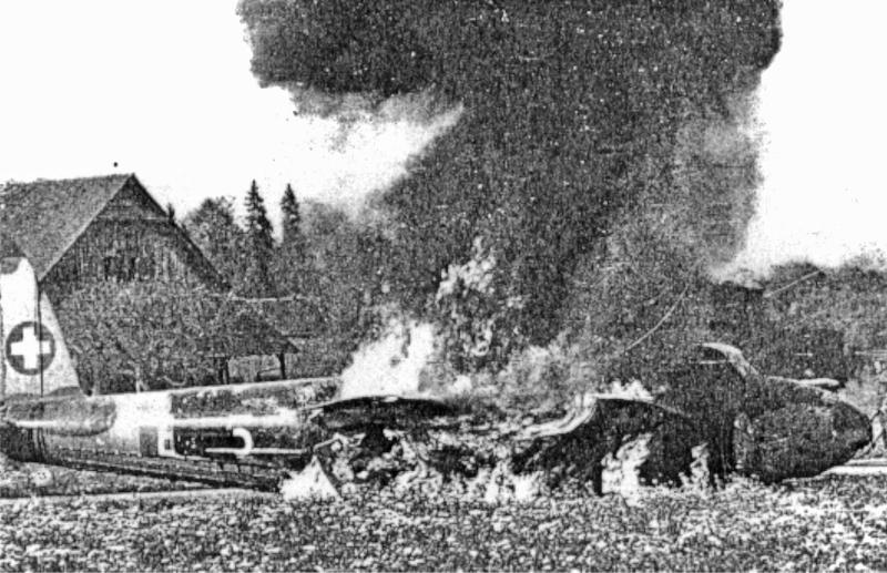Zum Leidwesen aller Fliegerfans brannte das Holzflugzeug ausgezeichnet. (66_2)
