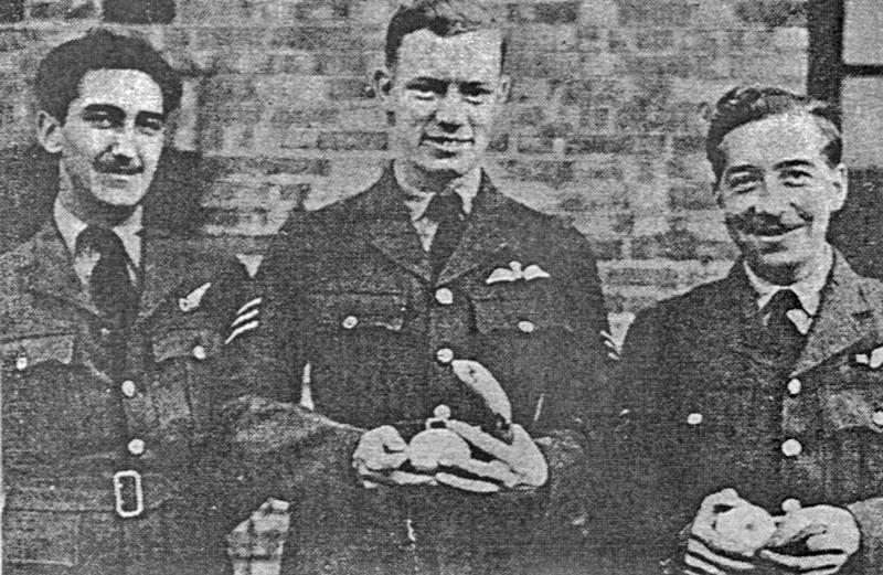 Einige Zeit nach geglückter Rückkehr der fünf RAF- Flieger erschien dieses Bild im Badener Tagblatt. Pilot Avery, hier in der Mitte, hat dieses Bild wohl einem Badener Bekannten zugesandt. (87_2)