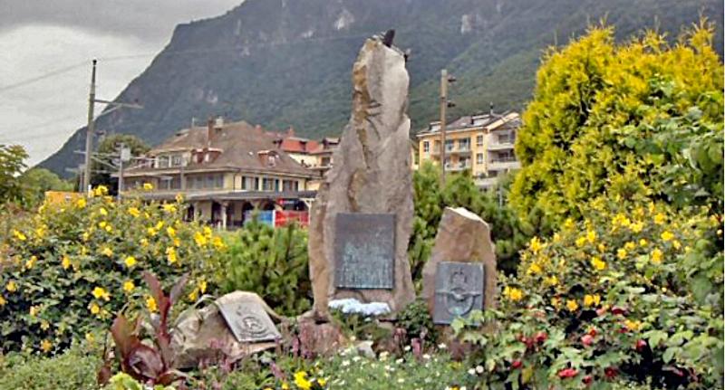 1993 wurde der Besatzung in der Nähe des Bahnhofes ein Gedenkstein eingerichtet. (97_2)