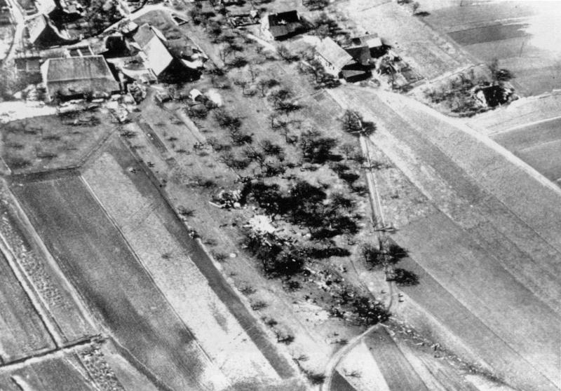 Die W4355 zog eine Schneise der Verwüstung bis kurz vor die ersten Häuser von Golaten. (107_3)