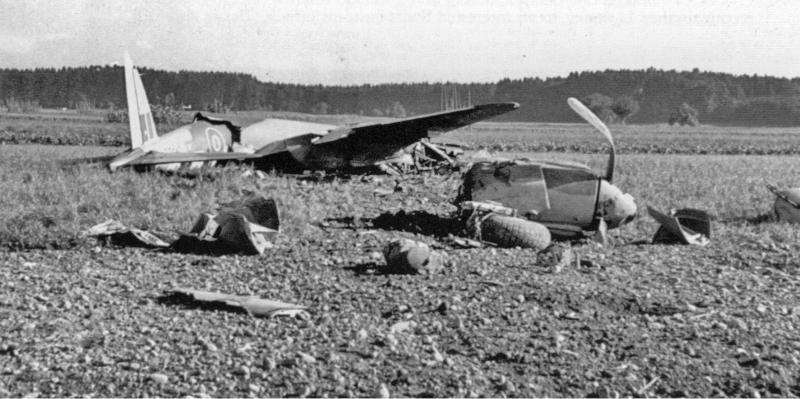 Bei der Bruchlandung der PZ440 kamen beide Besatzungsmitglieder mit Verletzungen davon. (65_1)