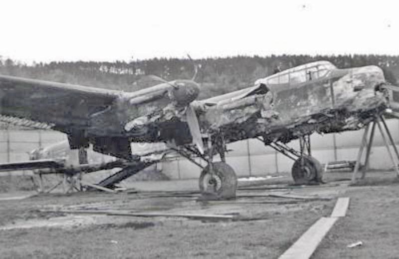 Zehn Jahre im Bodensee haben dem Rumpf der Lancaster nicht besonders geschadet. (115_1)