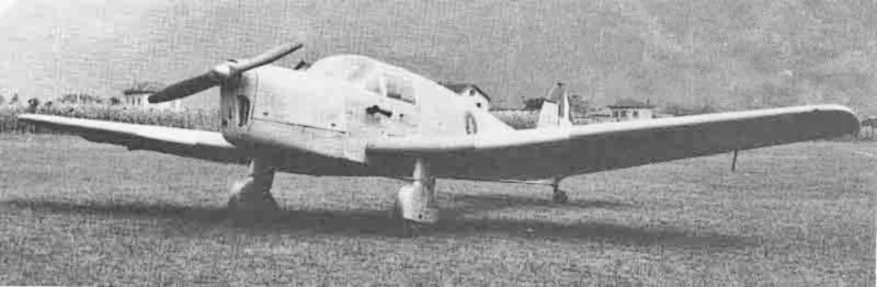 Für den Überführungsflug nach Kloten erhielt die Saiman 202M auf der Flügelunterseite Schweizer Kennzeichen. (325_2)